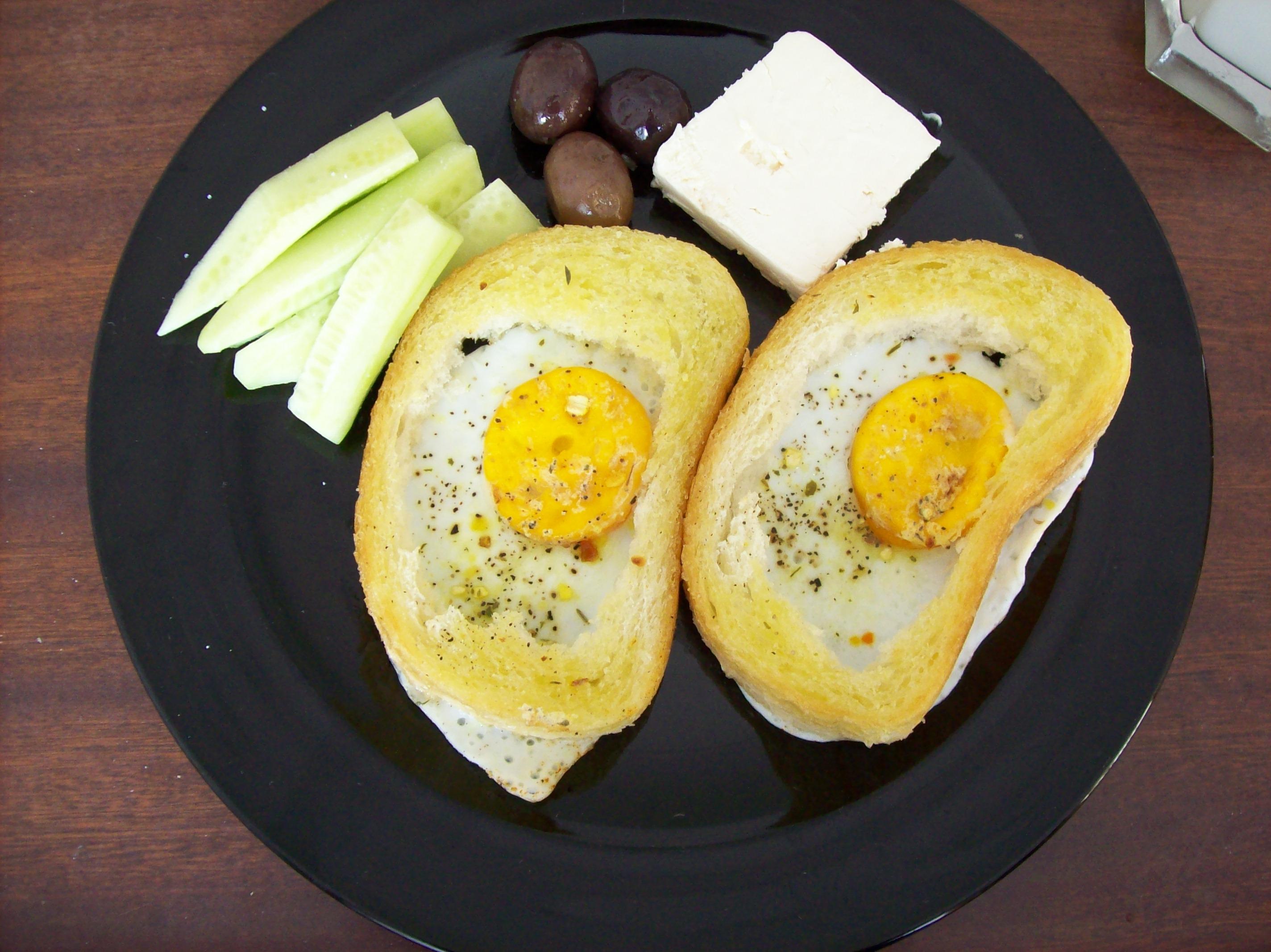 Јајца во тост леб