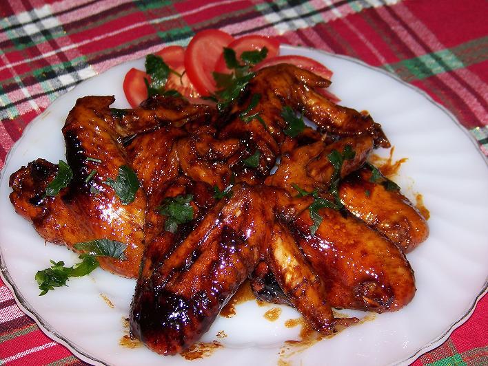 Пилешки крилца во слатко лут сос