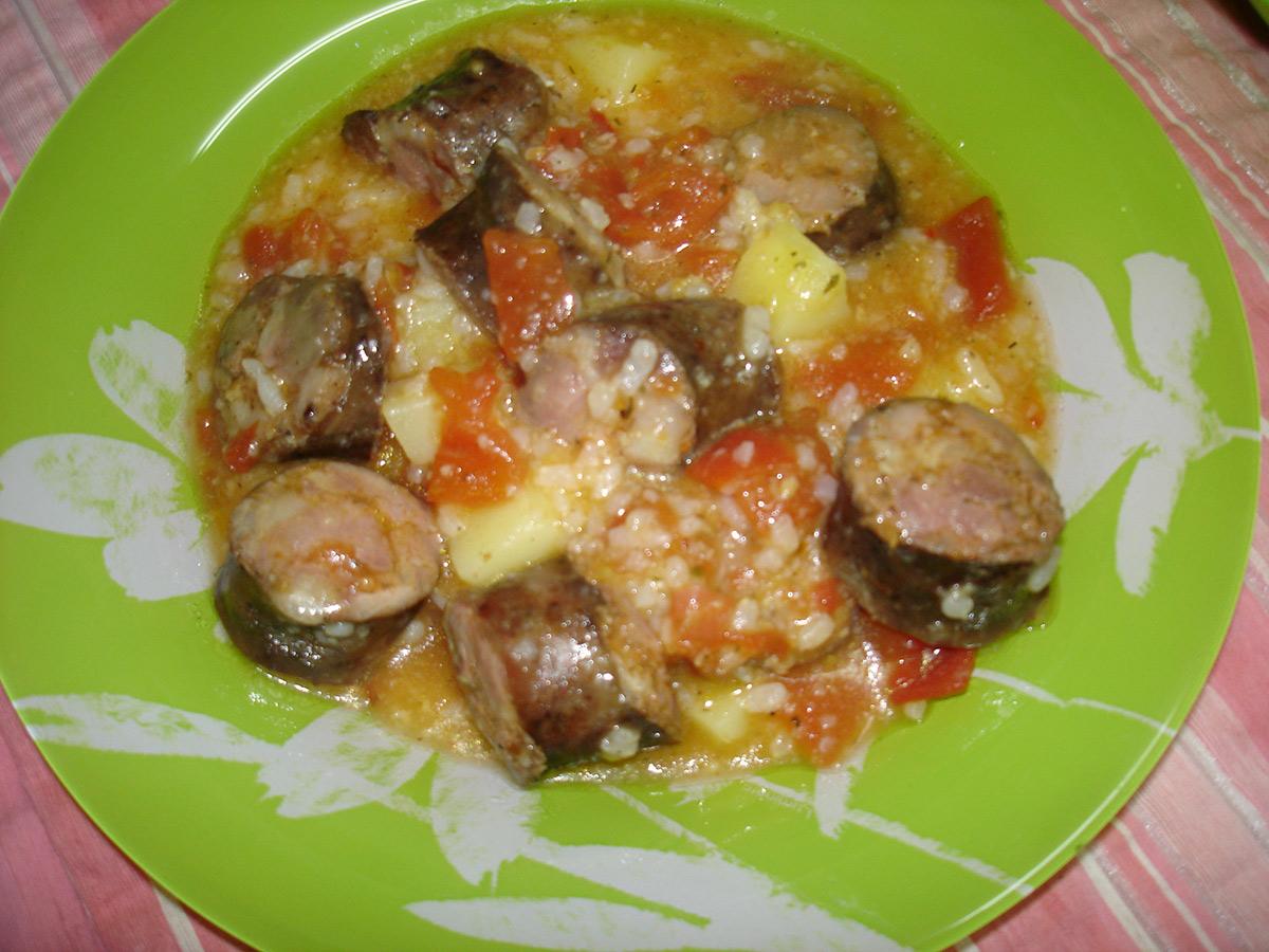 Селска манџа со колбаси