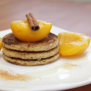 Видео рецепт: Пржени лепчиња со цимет и праски