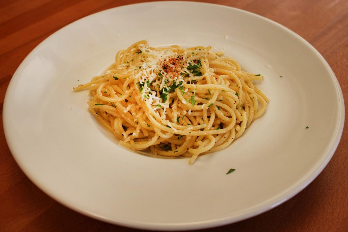 Видео рецепт: Шпагети со лук и маслиново масло
