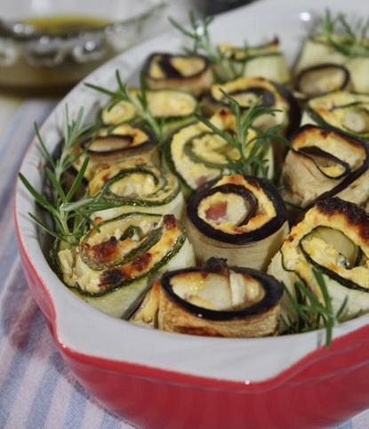 Ролати од тиквичка и модар домат