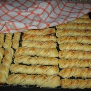 Солени стапчиња со кикири