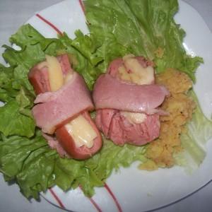 Полнети колбаси во сланина