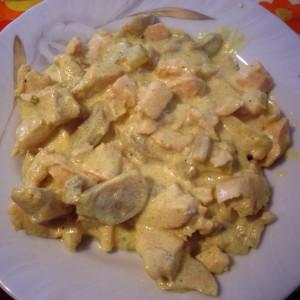 Пилешки стек со кари сос