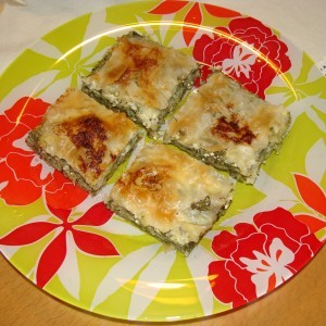 Пита со готови кори со спанаќ и сирење