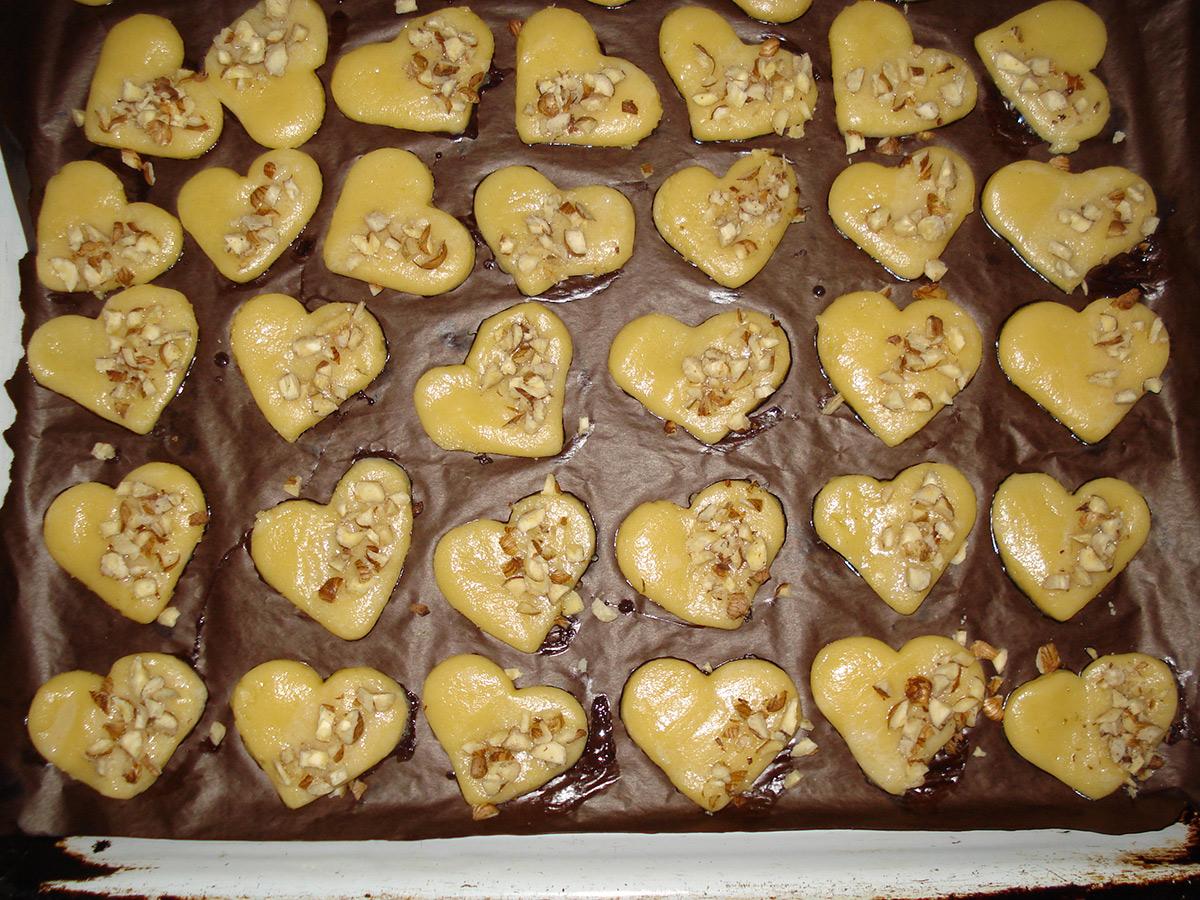 Чоколадни срца со лешници
