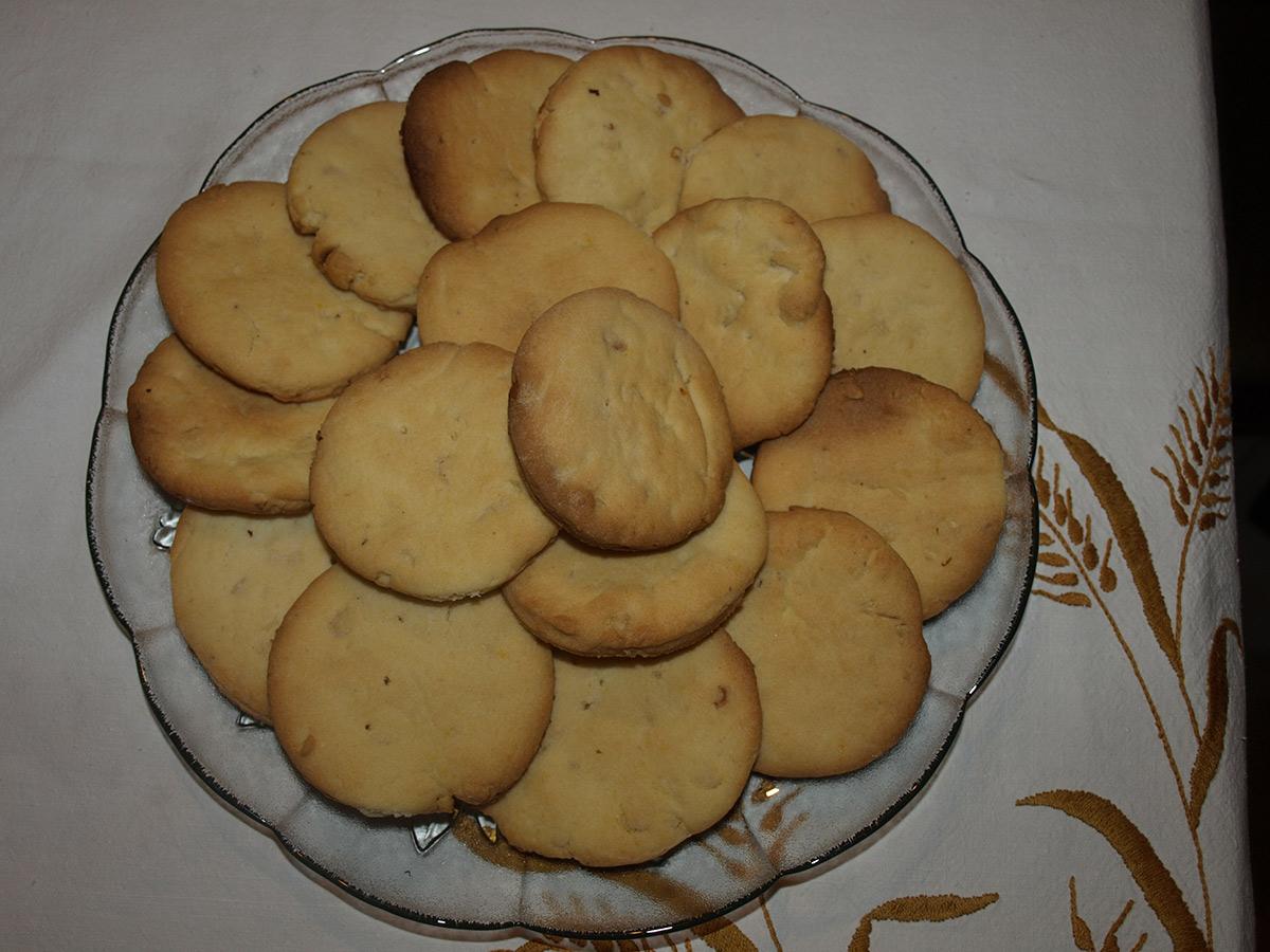 Суви колачи со лешници