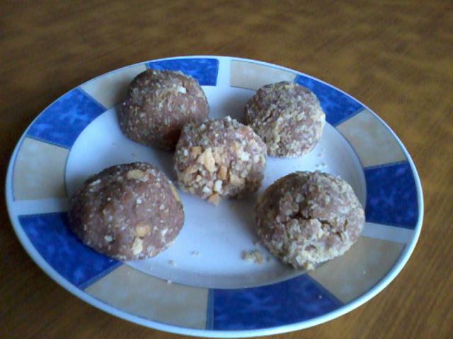 Бомбици со ореви