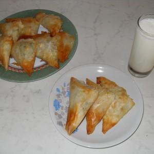 Триаголници со спанаќ и сирење