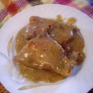 Свински кременадли во сос од печурки