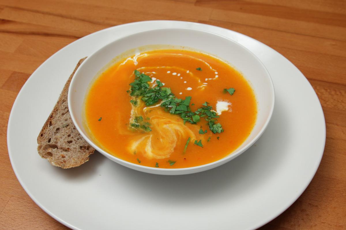 Видео рецепт: Супа од тиква и печени црвени пиперки