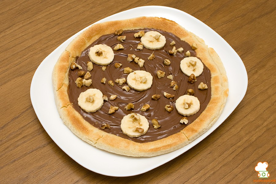 Пица со чоколадо и банана