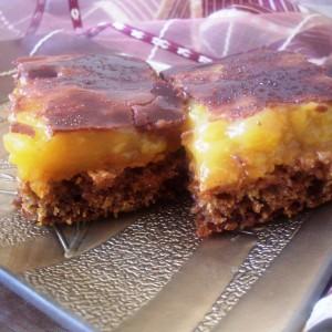 Посна торта со компот од праски