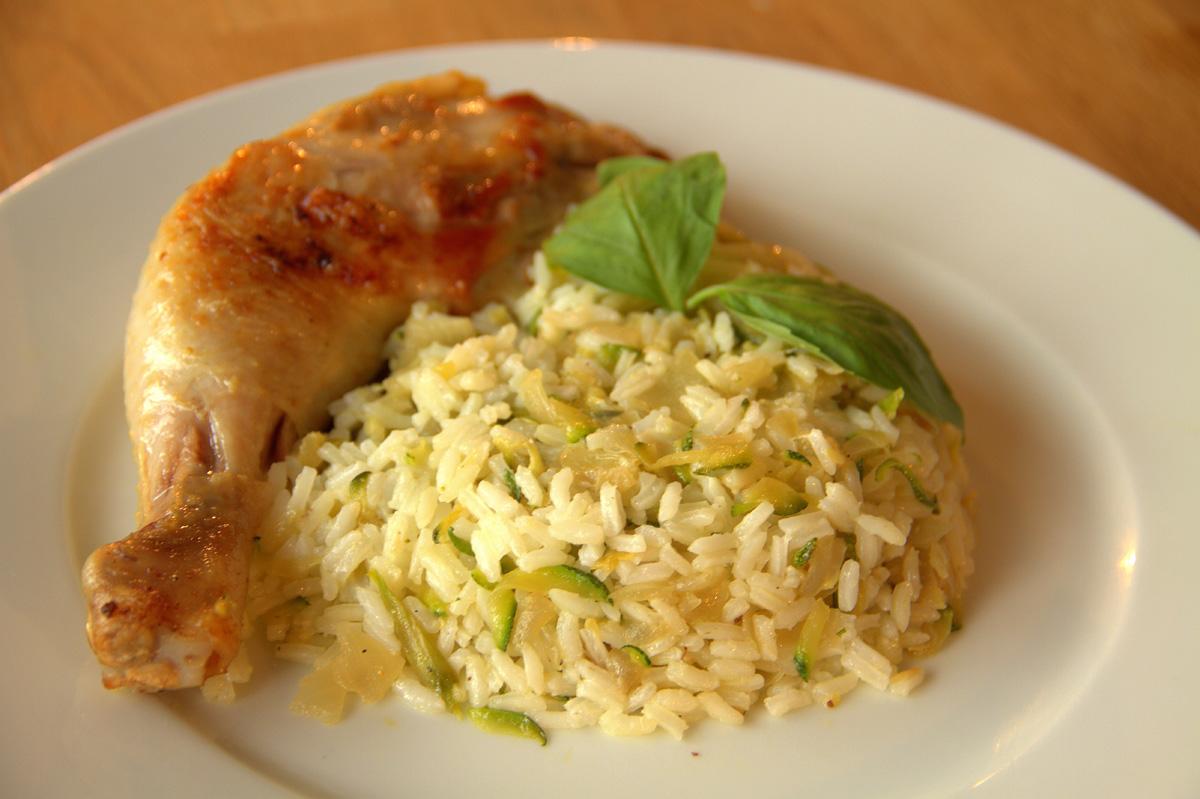 Видео рецепт: Пилешки копани со рижото со тиквички