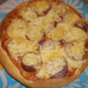 Пица со чаен колбас