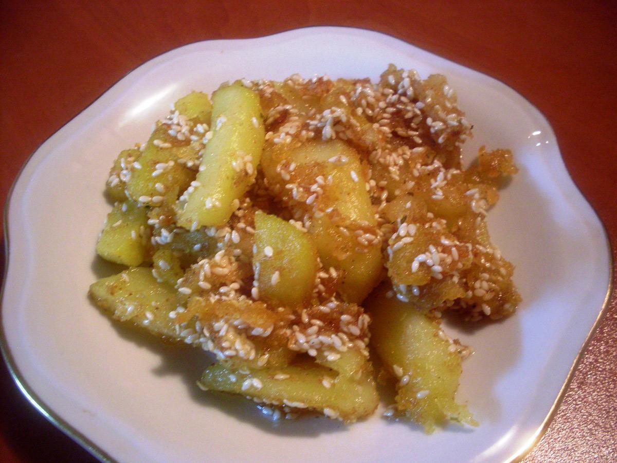 Пржени компири со сусам и презла