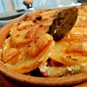 Потпечени компири со праз