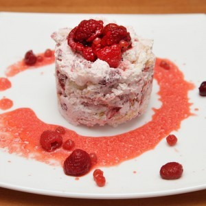 Видео рецепт: Колач со овошје и снег од белки