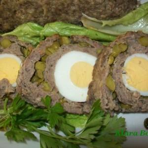 Ролат од мелено месо со варени јајца