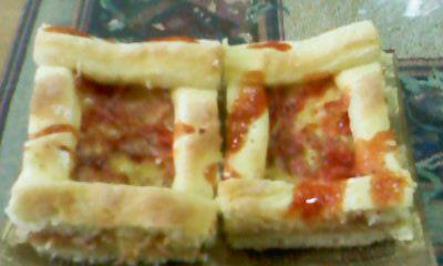 Пица со компири во тестото