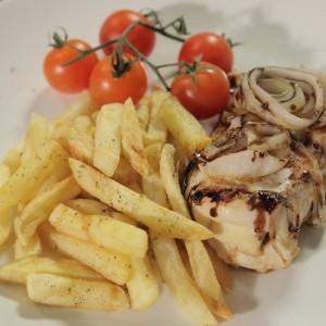 Видео рецепт: Балсамирано пилешко полнето со козјо сирење