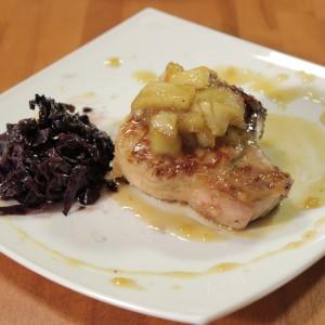 Видео рецепт: Свински кременадли со карамелизирани јаболка