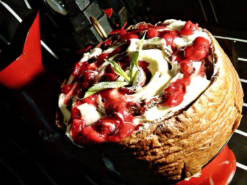 Торта со вишни
