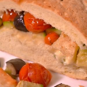 Видео рецепт: Сендвич со печен зеленчук и сирење