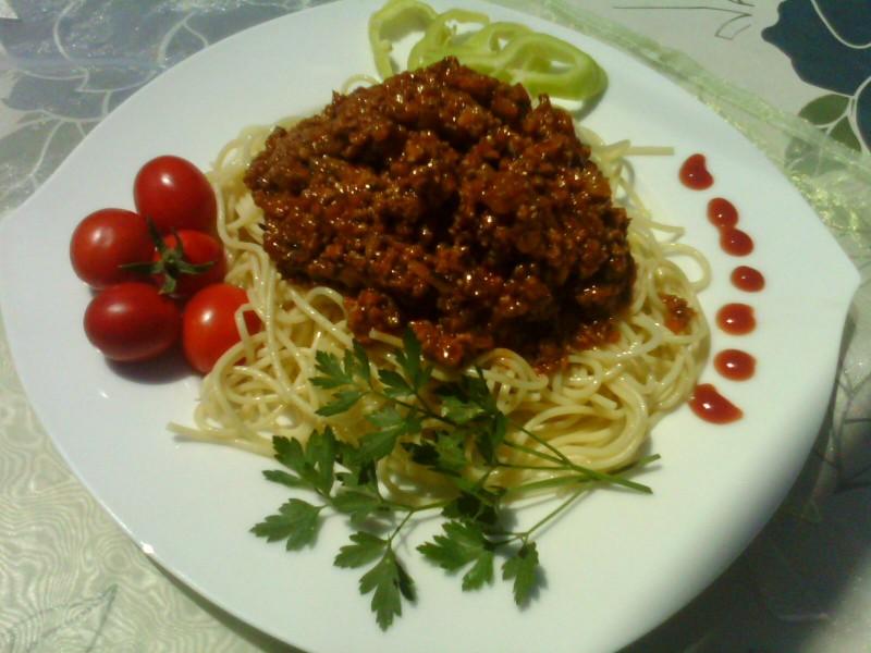 Шпагети болоњезе со нане и морков