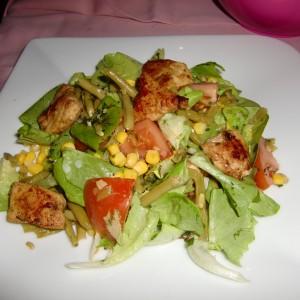 Мешана салата со мисиркино месо (мисиркини гради)