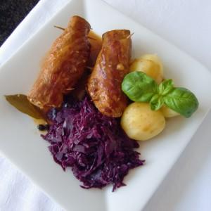 Роловано свинско месо со сос