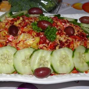 Мешана зелка салата