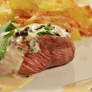 Видео рецепт: Бифтек со сос од бибер во зрна