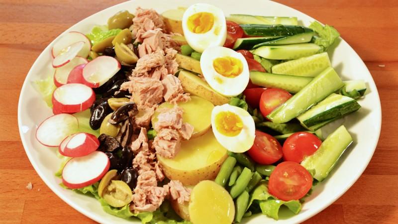 Видео рецепт: Никоаз салата