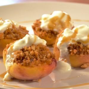 Видео рецепт: Печени праски со фил од бисквити