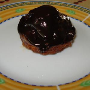 Чоколадни мафини со лешници и мармалад од кајсии