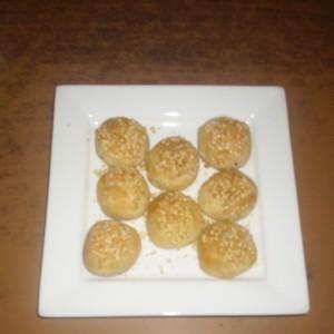 Солени бомбици со маслинки и кашкавал