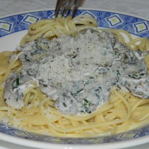 Шпагети со свежи шампињони