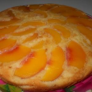 Овошен  колач со јогурт и праски
