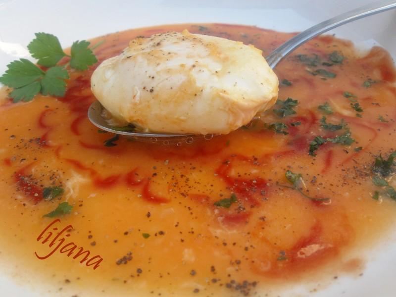 Поширано јајце во доматен сос