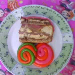 Роденденска торта со јагоди
