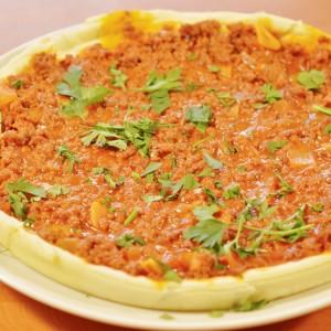 Видео рецепт: Пица болоњезе со основа од рузмарин