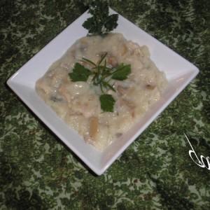 Шампињони и пилешки стек во сос од павлака