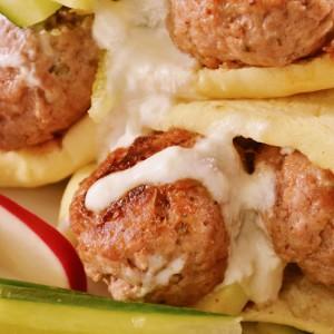 Видео рецепт: Свински ќофтиња со пита лепињи