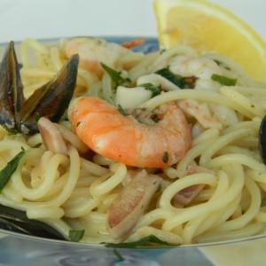 Шпагети со морски плодови