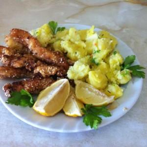 Пилешки прсти со компир