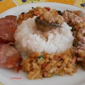 Полнети шампињони со сланина и ориз