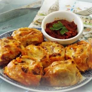Прелиени ролати со мелено месо и ајвар