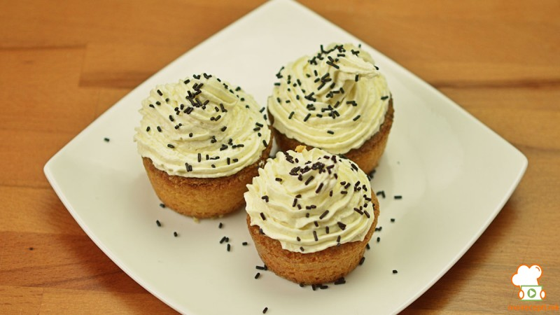 Видео рецепт: Тортички (Капкејкс)
